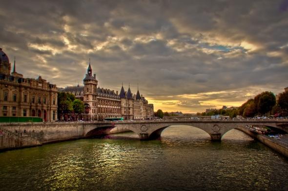 HDR-Conciergerie-Pont-Notre-Dame (2)