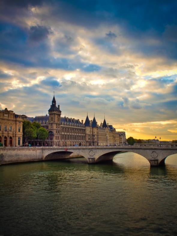 HDR-Conciergerie-Pont-Notre-Dame (3)