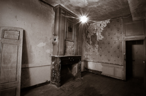 Decrepit room in black and white - Martin Soler photography