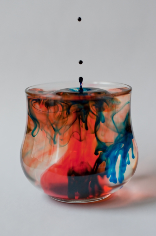 Water drop photo in colored water - Martin Soler