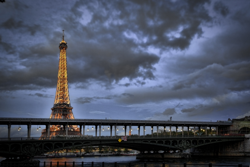 Eiffel Tower seen from Bir Hakeim bridge